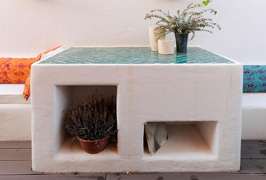 mueble blanco de cemento
