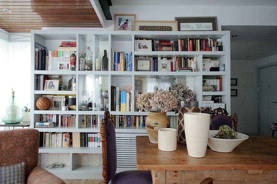 Estantería con muchos libros