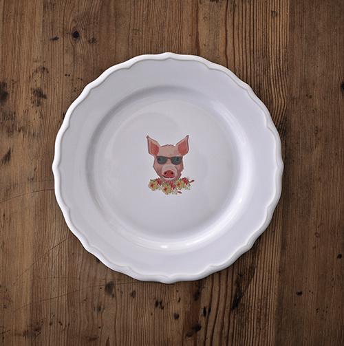 Plato con cerdo dibujado