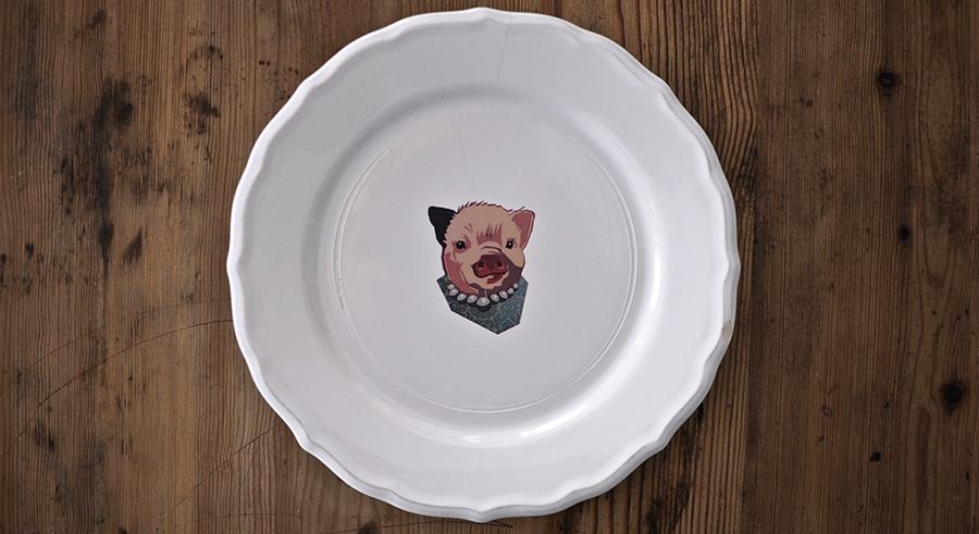 plato con cerdito dibujado