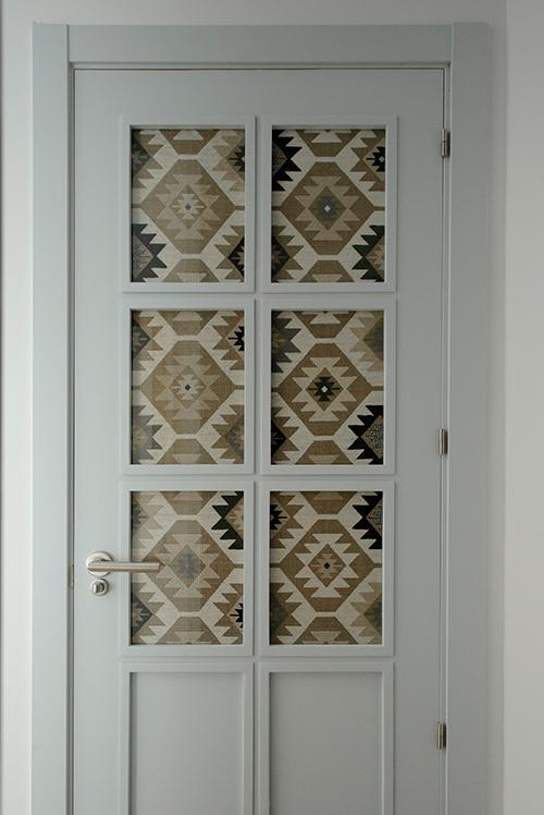 puerta blanca de madera
