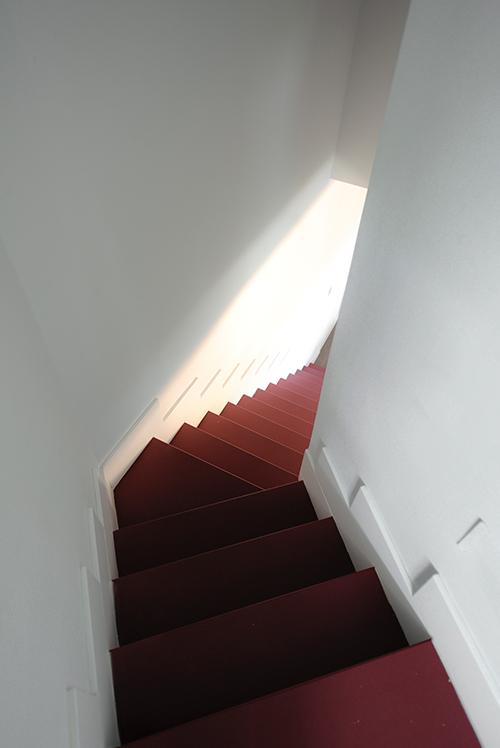 escalera roja enángulo
